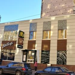 Керамика на здании Макдоналдс