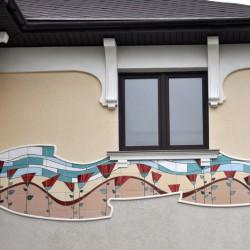 панно с маками на фасаде