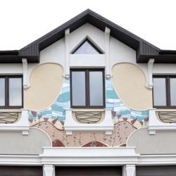 Керамическое панно, дом с макаками