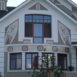 керамическая композиция на фасаде