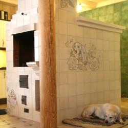 Собака на камине