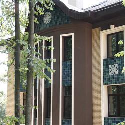 оригинальная отделка загородного дома керамикой